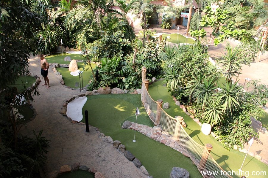 tropical island minigolf
