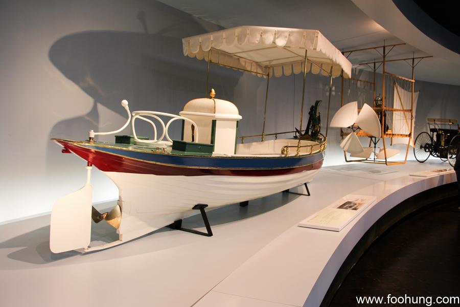 Mercedes-Benz Museum Stuttgart 8