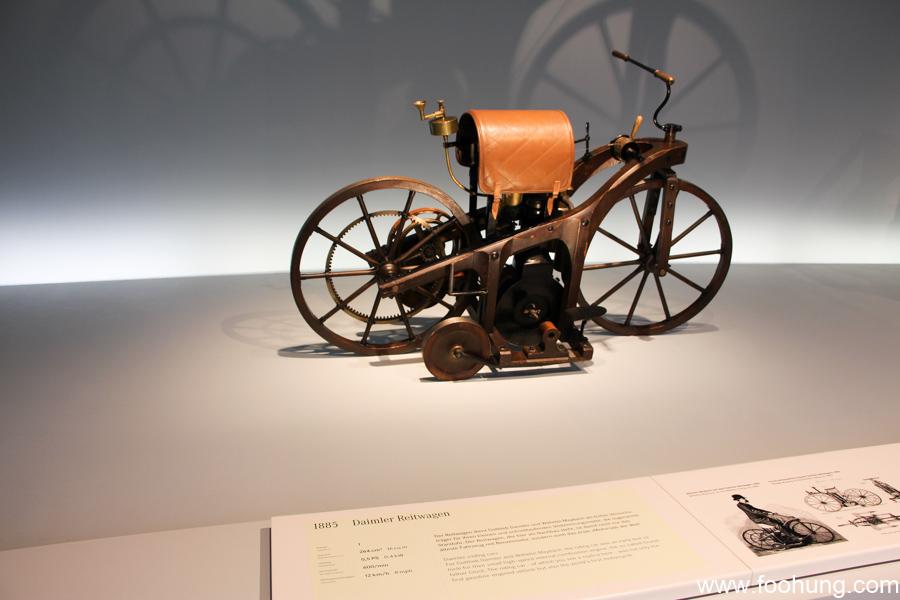 Mercedes-Benz Museum Stuttgart 9